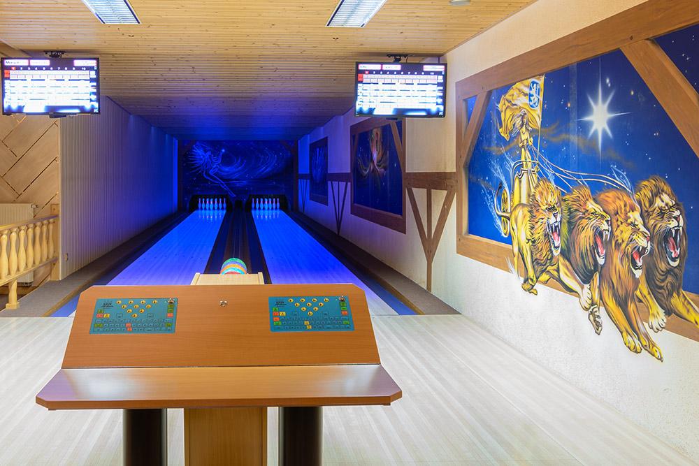 Bowling auf 2 vollautomatischen Bahnen