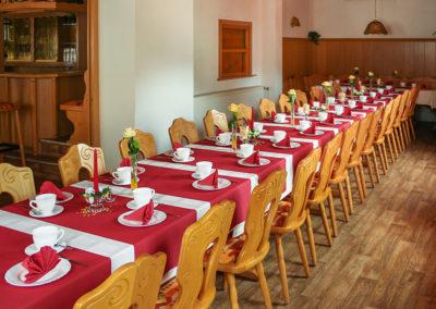 Für Ihrer Familienfeier wird unsere Gaststätte einheitlich eingedeckt